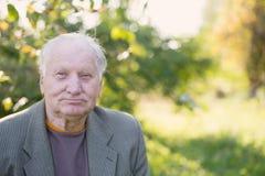 Ritratto dell'uomo anziano in parco immagine stock libera da diritti