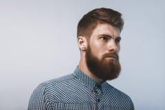 Ritratto dell'uomo barbuto brutale Immagini Stock