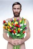Ritratto dell'uomo brutale con un mazzo dei fiori Fotografia Stock Libera da Diritti