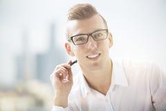 Ritratto dell'uomo in camicia convenzionale Fotografia Stock