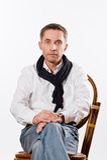 Ritratto dell'uomo caucasico bello in una camicia bianca Fotografie Stock Libere da Diritti