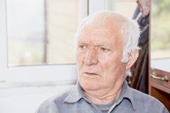 Ritratto dell'uomo con i capelli bianchi anziano Fotografia Stock Libera da Diritti