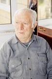 Ritratto dell'uomo con i capelli bianchi anziano Fotografia Stock
