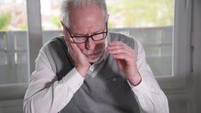 Ritratto dell'uomo d'affari senior disperato archivi video