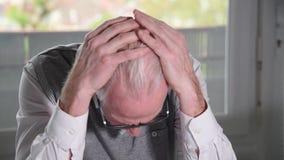 Ritratto dell'uomo d'affari senior disperato video d archivio