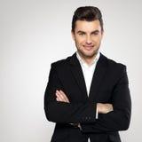 Ritratto dell'uomo d'affari sorridente in vestito nero Fotografia Stock Libera da Diritti