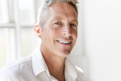 Ritratto dell'uomo di 40 anni attraente Fotografie Stock Libere da Diritti