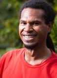 Ritratto dell'uomo felice dalla Papuasia Nuova Guinea Immagini Stock Libere da Diritti