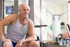 Ritratto dell'uomo a ginnastica immagine stock