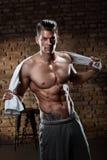 Ritratto dell'uomo muscolare dopo l'allenamento Immagini Stock Libere da Diritti