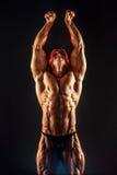 Ritratto dell'uomo muscolare senza camicia con il braccio su Fotografia Stock Libera da Diritti