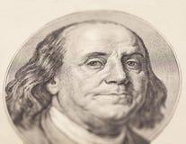 Ritratto dell'uomo politico, dell'inventore e del diplomatico Benjamin Franklin degli Stati Uniti come osserva su cento complemen Fotografie Stock Libere da Diritti
