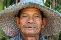 Ritratto dell'uomo senior asiatico amichevole Immagine Stock Libera da Diritti