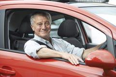 Ritratto dell'uomo senior che conduce automobile Immagine Stock Libera da Diritti