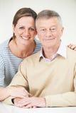 Ritratto dell'uomo senior con la figlia adulta Fotografia Stock