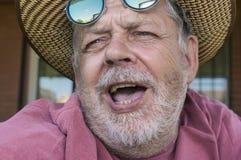 Ritratto dell'uomo senior di canto barbuto Fotografia Stock