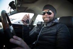 Ritratto dell'uomo in sua automobile Fotografia Stock