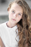 Ritratto della bambina all'aperto Fotografie Stock Libere da Diritti