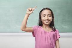 Ritratto della bambina asiatica che pensa e che ha idea Immagini Stock Libere da Diritti