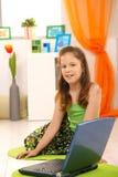 Ritratto della bambina con il computer portatile Immagine Stock Libera da Diritti