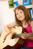 Ritratto della bambina con la chitarra Immagine Stock Libera da Diritti
