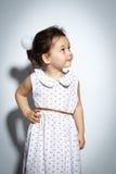 Ritratto della bambina di 3 anni su fondo bianco Fotografie Stock