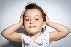 Ritratto della bambina di 3 anni su fondo bianco Fotografia Stock