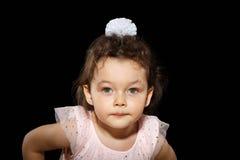 Ritratto della bambina di 3 anni su fondo nero Fotografia Stock Libera da Diritti
