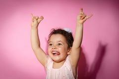 Ritratto della bambina di 3 anni su fondo nero Immagine Stock Libera da Diritti