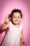 Ritratto della bambina di 3 anni su fondo rosa Fotografia Stock Libera da Diritti