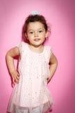Ritratto della bambina di 3 anni su fondo rosa Immagine Stock Libera da Diritti
