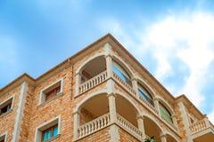 Ritratto della costruzione di appartamento tropicale Fotografie Stock