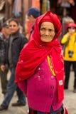 Ritratto della donna anziana non identificata vicino allo stupa Boudhanath Fotografie Stock