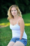 Ritratto della donna bionda con l'inabilità Fotografia Stock