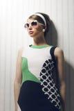 Modello di moda con gli occhiali da sole Fotografia Stock