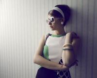 Modello di moda con gli occhiali da sole Fotografia Stock Libera da Diritti