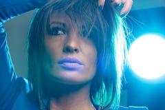 Ritratto della donna con la luce radente Immagini Stock Libere da Diritti