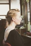 Ritratto della donna con la treccia in capelli immagini stock libere da diritti