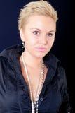 Ritratto della donna con una vecchia camicia misera Fotografie Stock