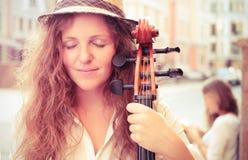 Ritratto della donna del musicista della via Immagine Stock