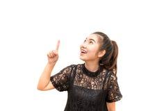 Ritratto della donna dell'Asia che sorride e che indica su Immagine Stock