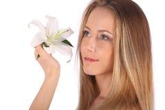 Ritratto della donna della stazione termale di bellezza Bella ragazza isolata su priorità bassa bianca Pelle molle Concetto di Sk fotografia stock