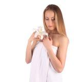 Ritratto della donna della stazione termale di bellezza Bella ragazza isolata su priorità bassa bianca Pelle molle Concetto di Sk immagini stock
