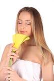 Ritratto della donna della stazione termale di bellezza Bella ragazza isolata su priorità bassa bianca Pelle molle Concetto di Sk fotografia stock libera da diritti