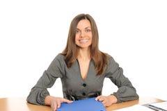 Ritratto della donna di affari con un dispositivo di piegatura Immagine Stock