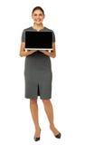 Ritratto della donna di affari felice Advertising Laptop Immagine Stock Libera da Diritti