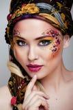 Ritratto della donna di bellezza con arte del fronte fotografie stock libere da diritti