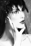 Ritratto della donna di bellezza con le piume Fotografia Stock