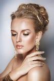 Ritratto della donna di bellezza dei capelli biondi Fotografie Stock Libere da Diritti