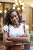 Ritratto della donna di colore attraente fotografia stock libera da diritti
